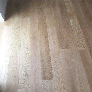 21mm massive ege planker med mat lakeret overflade. Feelwood specialgulv i select kvalitet, som normalt kun sælges til highend projekt byggeri. 138mm brede planker i længder fra 100cm og op, alle med ende not.